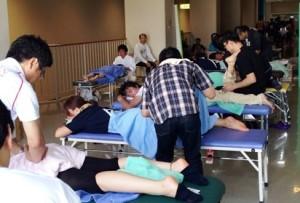 鶴ヶ城ハーフマラソン治療風景 2013-10-06 11 20 40